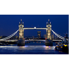 Tower Bridge in London zur blauen Stunde